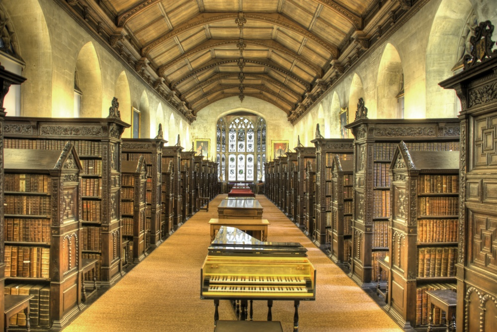 184255-R3L8T8D-1000-St_Johns_College_Old_Library_interior